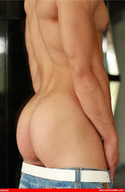 Kris Evans sexy muscle butt