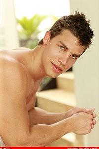 Kris Evans face photo